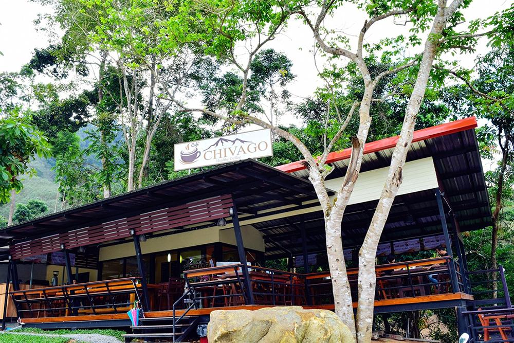 ร้านอาหารบนเขา วิวดี อากาศสดชื่น  มีทั้งอาหาร ชา กาแฟ ณ ชีวโกวิว ลานสกา อะไรดีย์